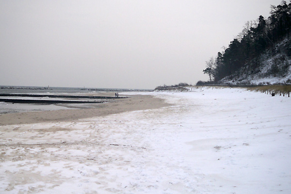 Sandstrand bei Koserow im Winter